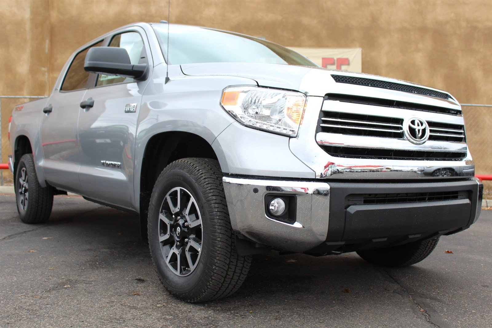 new 2017 toyota tundra sr5 crewmax 5 5 39 bed 5 7l ffv crewmax truck in santa fe hx605740. Black Bedroom Furniture Sets. Home Design Ideas